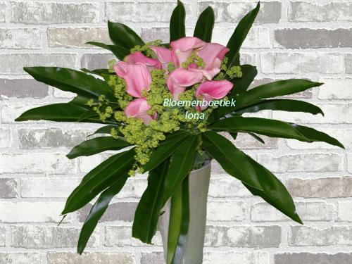 Zantedeschia boeket met vaas/flowers with love