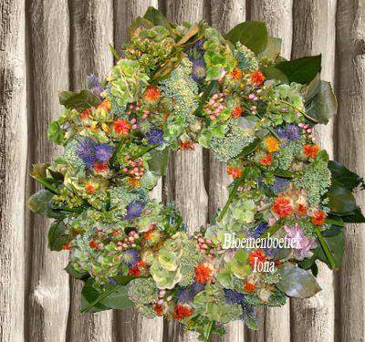 Kleurrijke bloemenkrans Aerdenhout