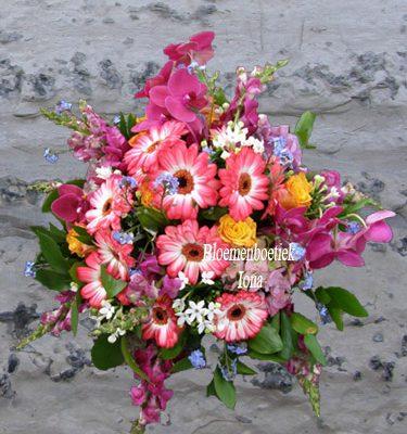 Kleurrijk bloemstuk bestellen in Haarlem