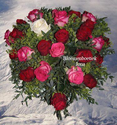 Romantisch aanzoek in bloemen