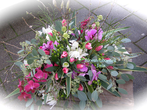 Afscheid bloemstuk tulpen