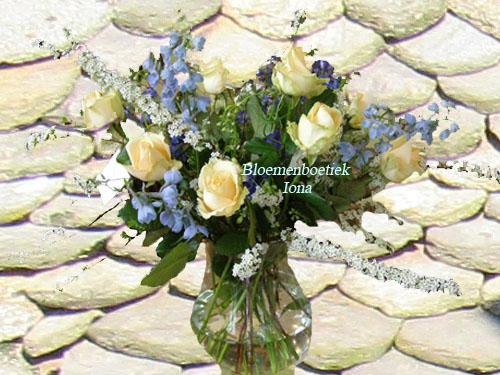 Zalm roze rozen boeket met vaas bestellen