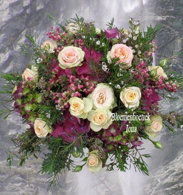 bloemstuk zalm roze paars bestellen HAARLEM