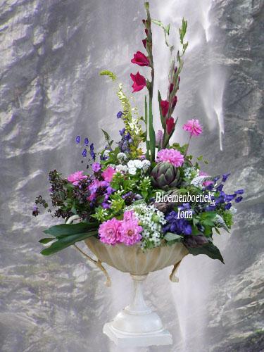 Podium bloemstuk bestellen
