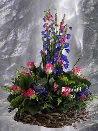 Een opkikkertje verwerkt in een bloemstuk