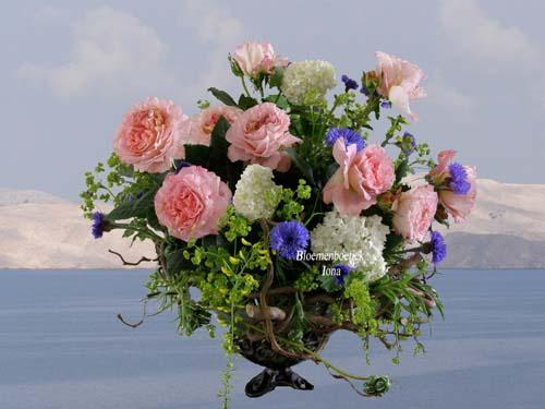 Geurende engelse rozen in vaas