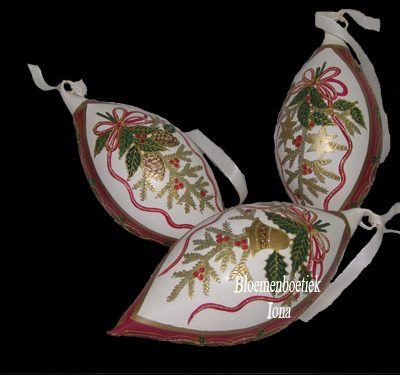 Kerst accessoires verkoopt Bloemenboetiek Iona