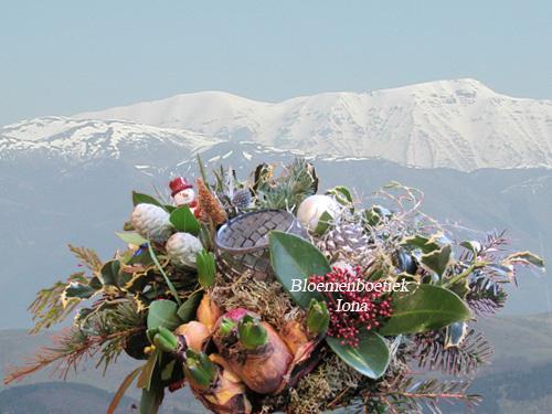 Kerstbloemstuk met theelicht en bloembollen bestellen