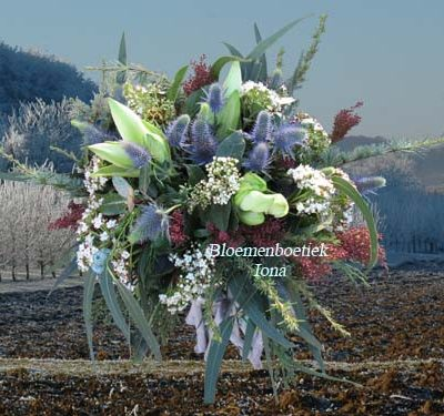 Steilvol voorjaarsbloemstuk bestellen Santpoort