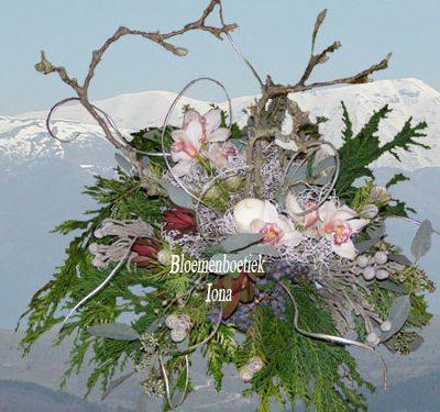 Wit kerstbloemstuk / Bloemenboetiek Iona