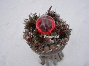 Kerststuk met olielamp/kerst