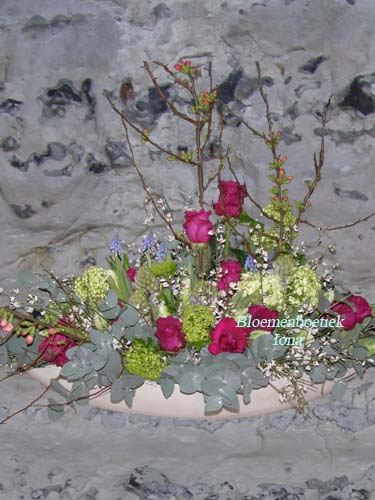 Langwerpig lentebloemstuk