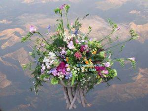 Feestelijk bloemstuk bestellen bij bloemenboetiek Iona