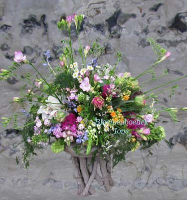 Feestelijk-bloemstuk Velserbroek